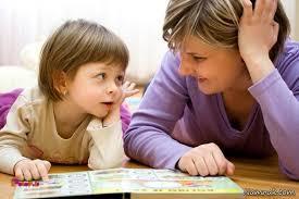 وقتی کودک خواندن یا نوشتن را می آموزد، بگذارید در اوایل کار، با خیال راحت کارش را انجام بدهد