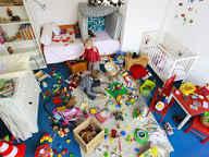 این همه اسباب بازی و وسیله در اتاق کودک چه میکند؟
