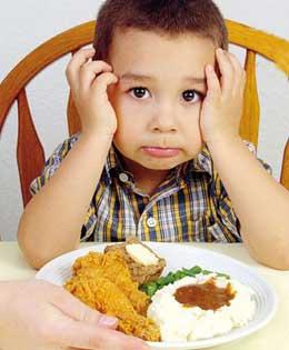 یکی از مهمترین دلایل بدغذایی کودک، الگو گرفتن او از پدر و مادر است،