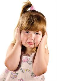 کودکانی که به وسیله نزدیکترین افراد از نظر عاطفی مثل پدر و مادر مورد بی توجهی قرار می گیرند،