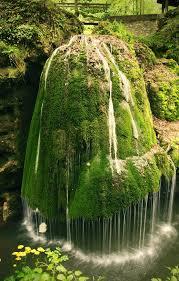 🏞آبشار بیگار در رومانی غربی، ناحیه ی Caras-Severin، پارک ملی Beusnita، در نزدیکی شهر بزویچ