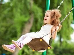 گاهی مواقع رفتارهای بد کودکان به این دلیل است که مهارت ارتباط برقرار کردن با دیگران را بلد نیستند و می خواهند به هر طریقی توجه شما را جلب کنند.