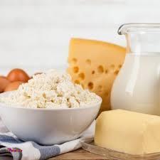 علت برتری مصرف شیر بعد از ورزش نسبت به مکمل های ورزشی دو پروتئین اصلی موجود در شیر، کازئین و پروتئین وی می باشند.