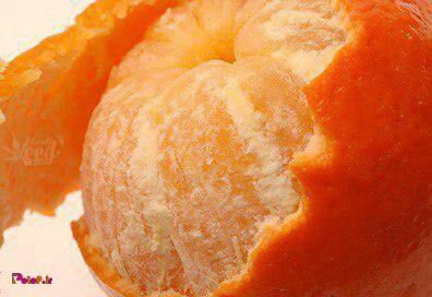 وقتی پوست نارنگی رو میگیرید ی لایه سفید زیرش هست که اکثر مردم اونم جدا میکنن،