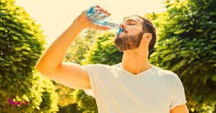 ورزش باعث میشود بیشتر عرق کنید و آب بدنتان را از دست بدهید.