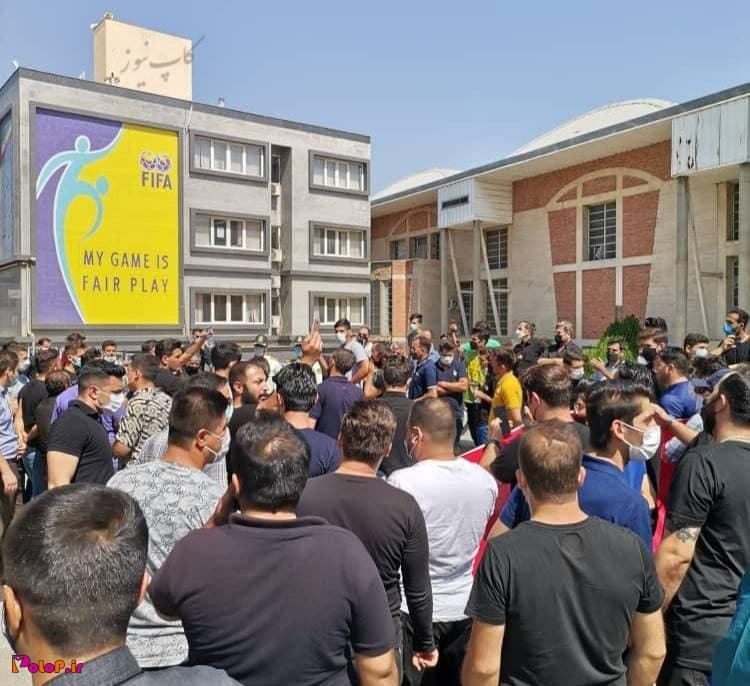 ادامه اعتراضات هواداران تراکتور به شرایط باشگاه
