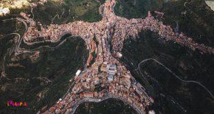 در ایتالیا یک روستا هست از بالا شبیه آدمه