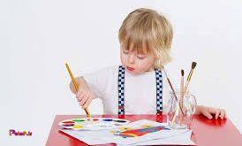 نقاشی به هماهنگی چشم ها و دست های کودک کمک می کند.